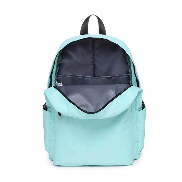 Bild på skötväskan Molly öppnad i färgen turkos