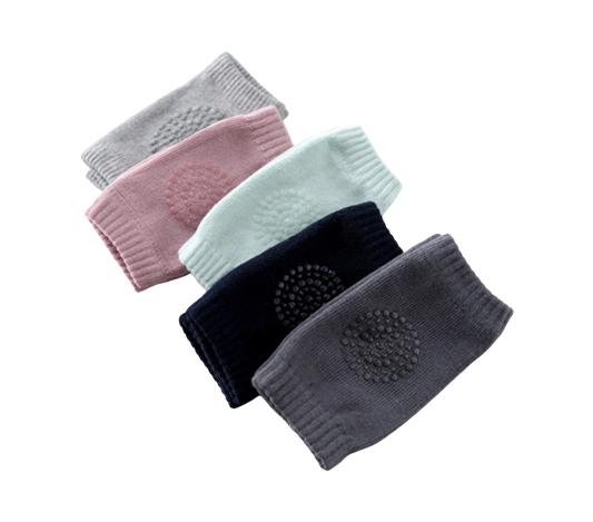 Knäskydd till bebis i färgerna grå, rosa, turkos, svart och mörkgrå