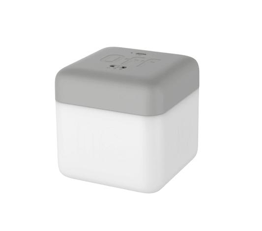 Fin nattlampa till barn i form av en vit kub med grå botten
