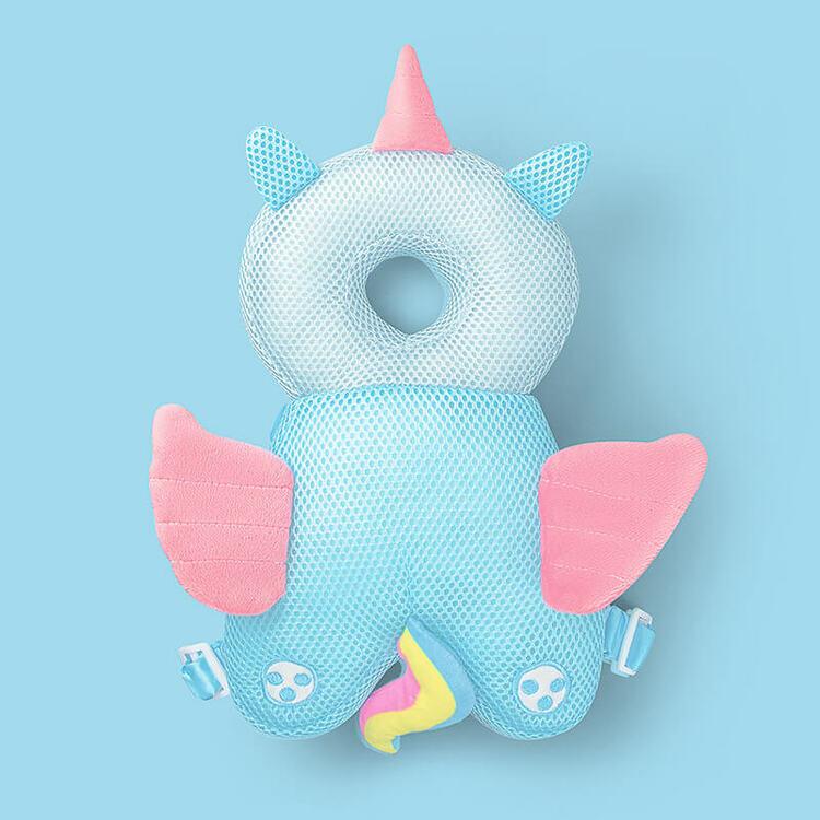Ett mjukt huvudskydd till barn som ska lära sig gå i form av en färgglad unicorn i meshtyg