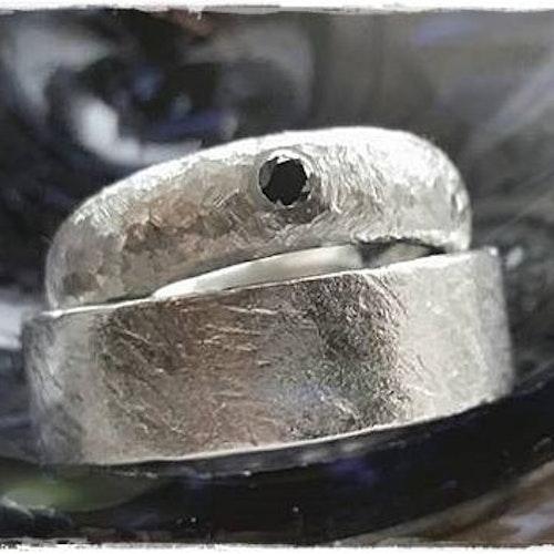 IDUN Svart Diamantring