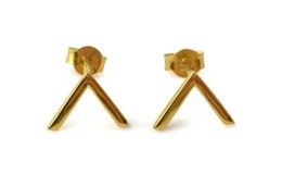 Strict Simple V Earring Gold, Örhängen Syster P