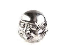 Buddhas fyra ansikten, Silver