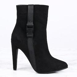 women high heels in black