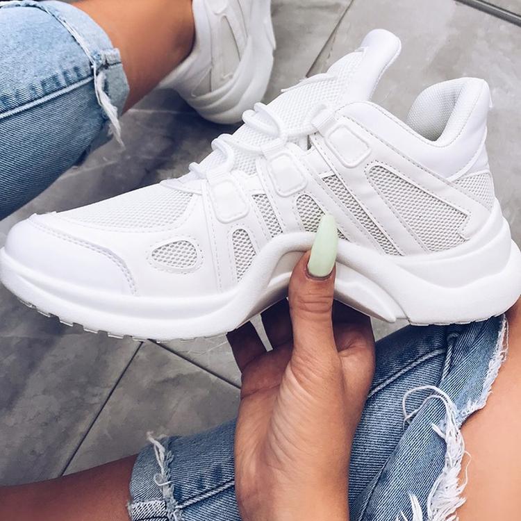 Vita dam sneakers med snygga detaljer