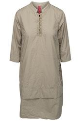 Khakifärgad klänning  med halvlång ärm  55531 från Ewa i Walla