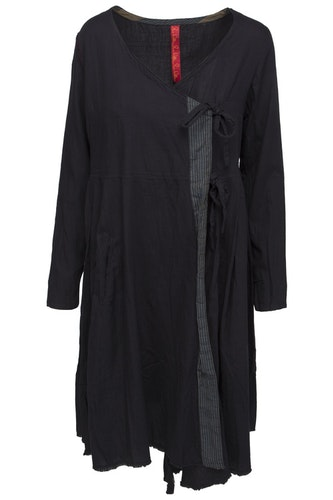 Ewa i Walla svart kappklänning  med lång ärm  55537