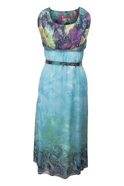 Maxiklänning i chiffong turkos med tryck