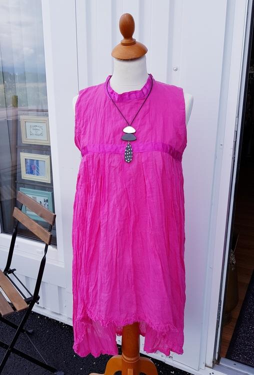 Ceris klänning i tunn bomullsvoile' från Faith