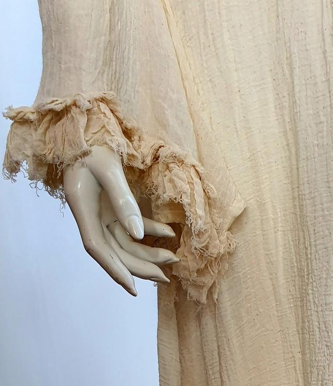 Unik klänning från Kailash, med duchessliv. One size ca storlek 34-44