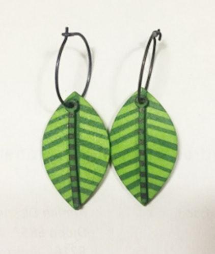 Örhängen grönt löv