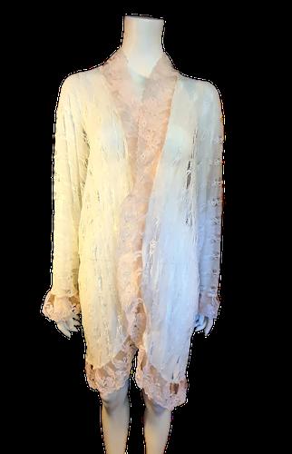 """Kailash , blusjacka i spets med """"batwing"""" ärm, free size"""