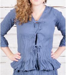 Blusjacka Stella i bomullsvoile' från Faith, finns i 3 färger