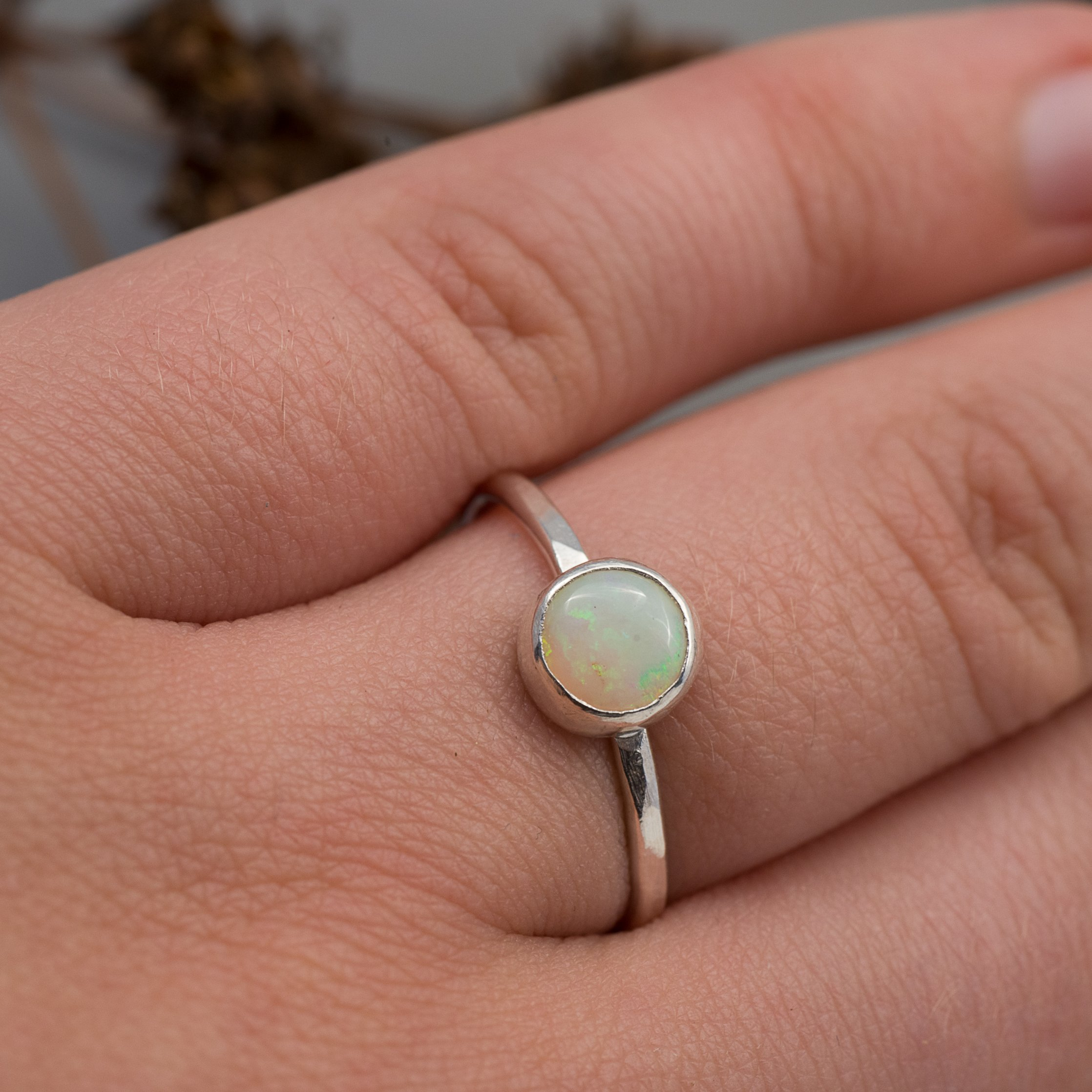 Storlek 18 Ring med Opal i återvunnet silver