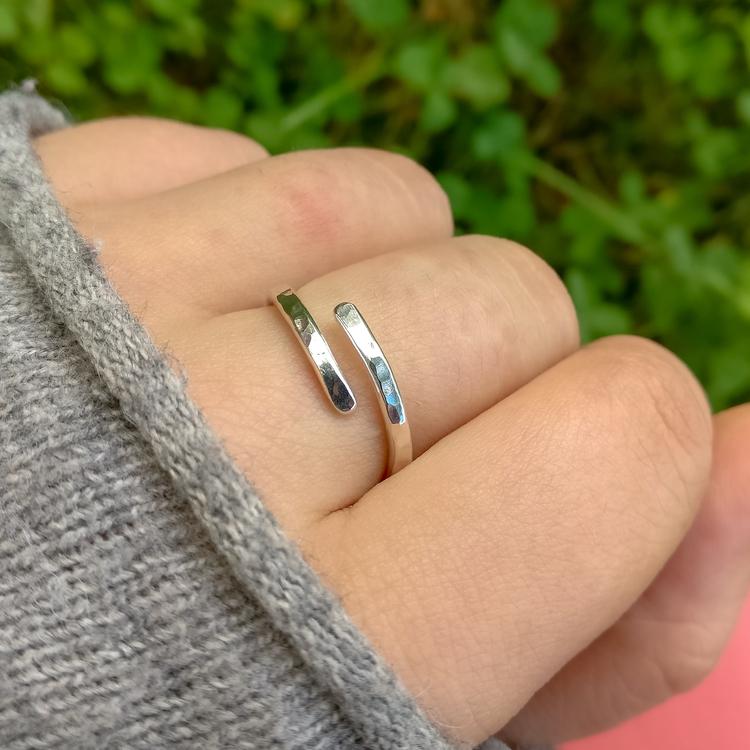 Justerbar öppen silverring. Handgjord i Sverige.