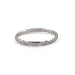 Ring 1,8 mm Bark  i Återvunnet Silver