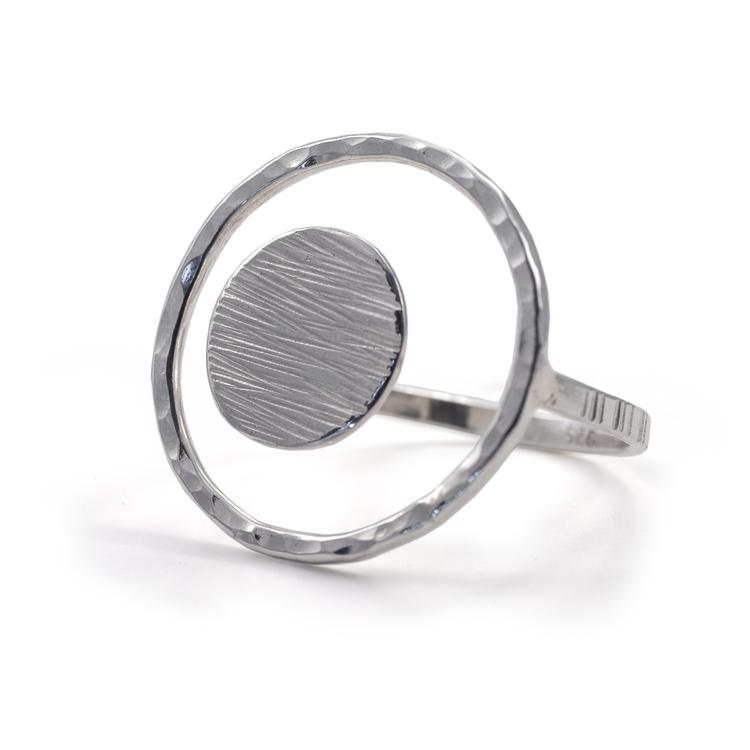 Justerbar ring 23 mm i återvunnet silver.