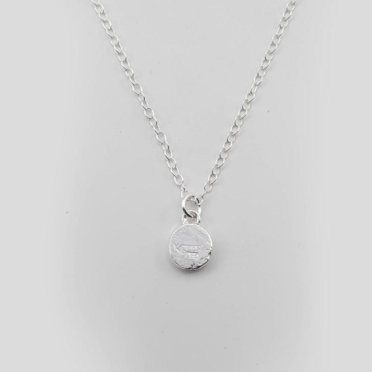 Sparv - Halsband i återvunnet Silver med Bokstav