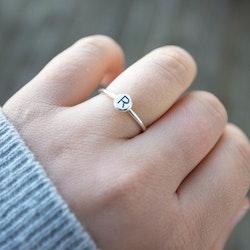 Sparv - Ring med Bokstav i Återvunnet Silver