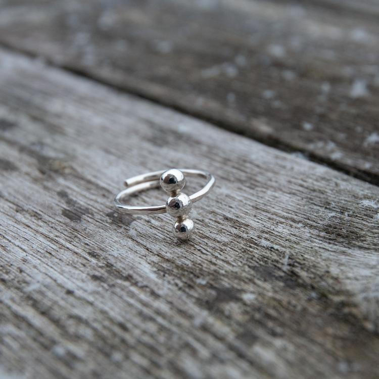 Justerbar ring med tre kulor Återvunnet Silver