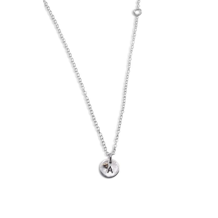 Halsband i återvunnet Silver med bokstav och hjärta i 18k guld