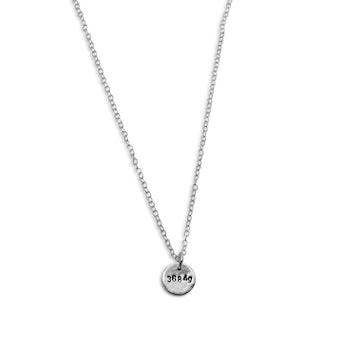 Halsband med födelsevikt eller födelsedag i återvunnet silver