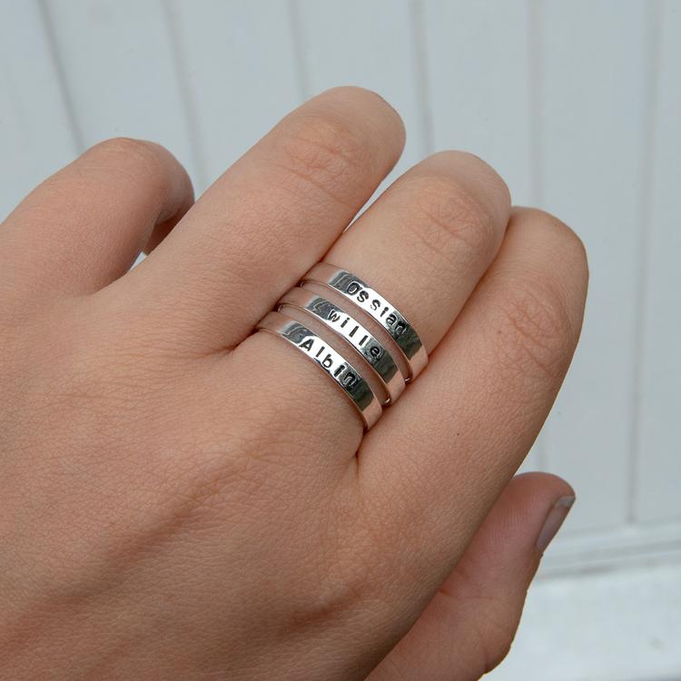 Ring med 3 Namn i Återvunnet silver