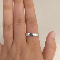 Ring Hamrad 4,5 mm i Återvunnet Silver