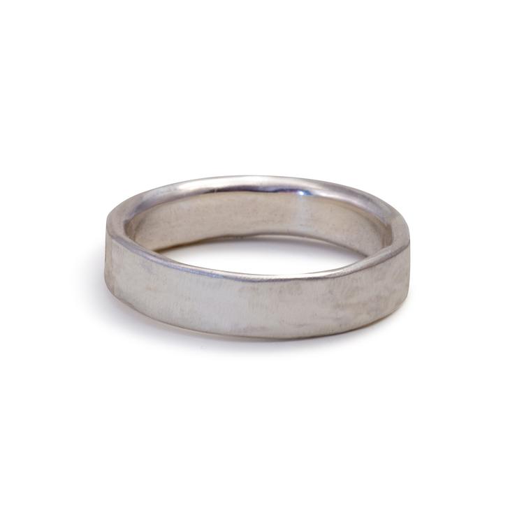 Förlovningsring i silver 4,5mm. Återvunnet silver.