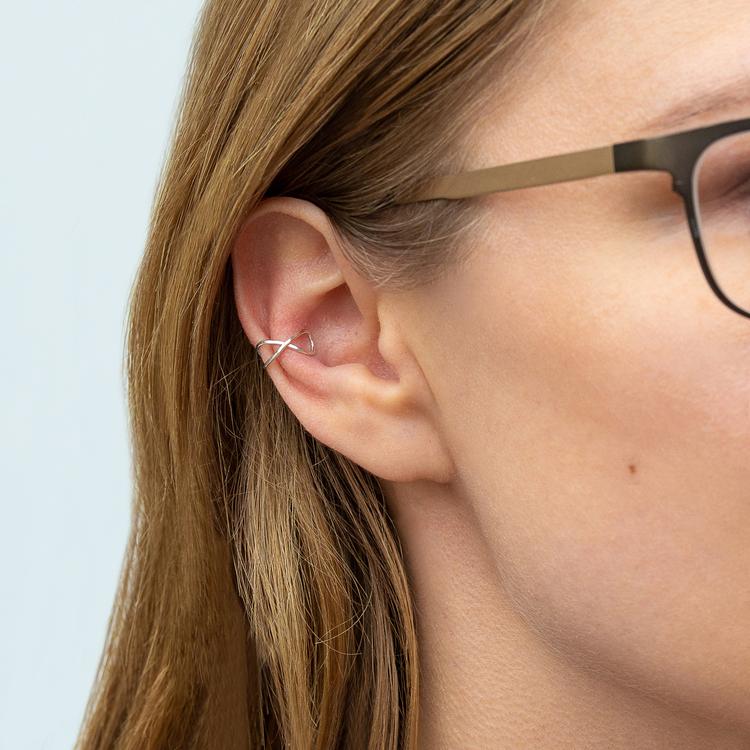Ear Cuff Kryss Örhänge i Återvunnet Silver