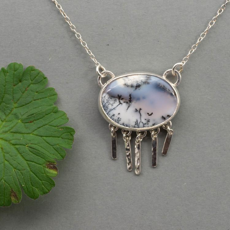 Halsband med oval dendritisk agat och återvunnet silver