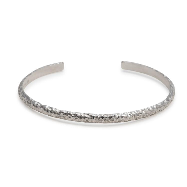 Armband cuff i återvunnet silver. Handgjord.