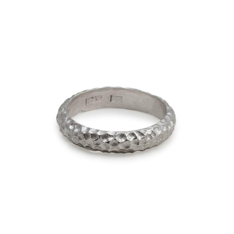 Silverring industriell i återvunnet silver. Handgjord.