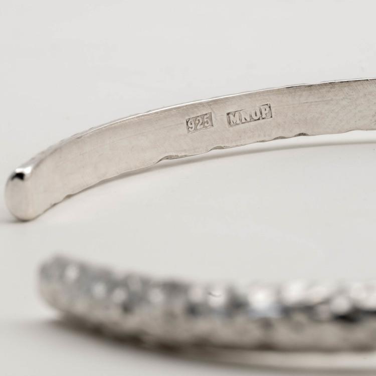 Armband med fräst yta. Handgjord. Återvunnet silver.
