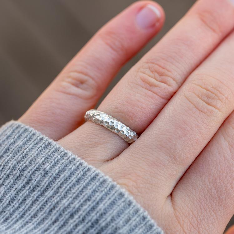 Rå statement-ring i återvunnet silver. Handgjord.