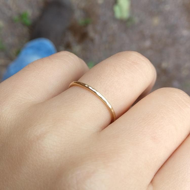 Smal ring 18k vitguld. Handgjord i återvunnet guld.