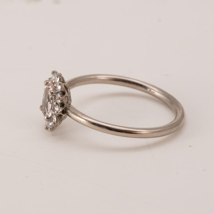Diamantring förlovning. Återvunnet guld. Handgjord.