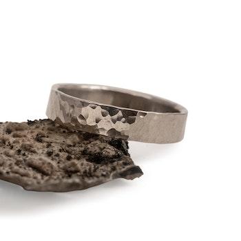 18k Vitguld Hamrad Ring 4,5 mm