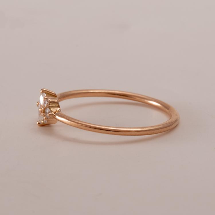 Förlovningsring med diamant. Återvunnet guld. Handgjord.