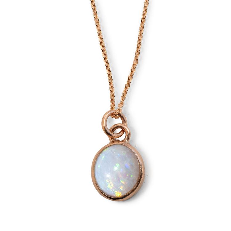 Miljövänlig guldberlock med återvunnen opal. Handgjord.