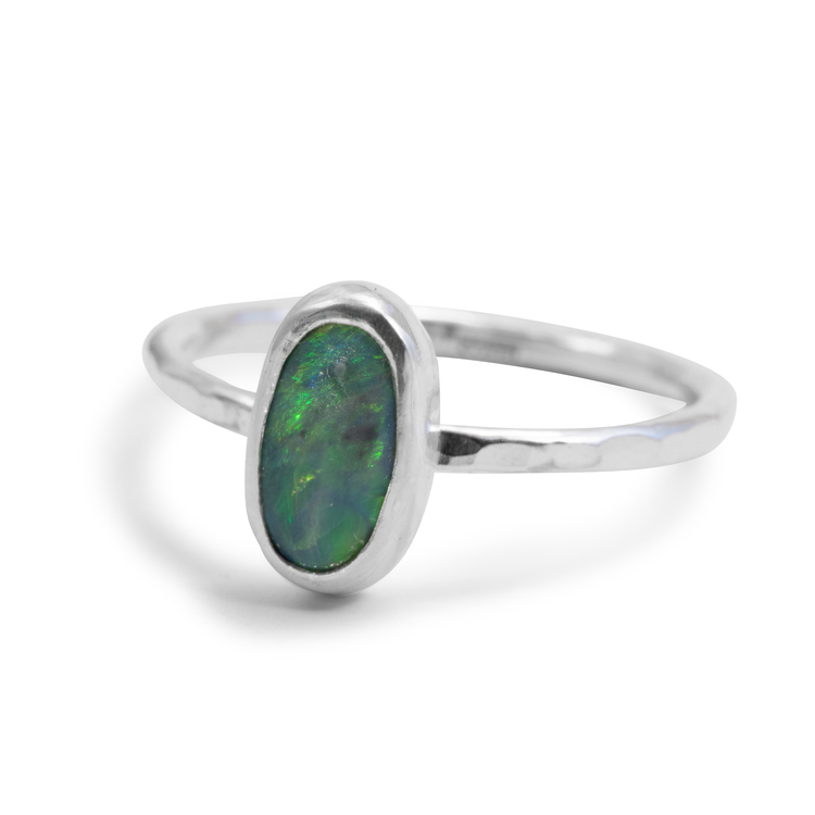 Ring med återvunnen blå opal i silver