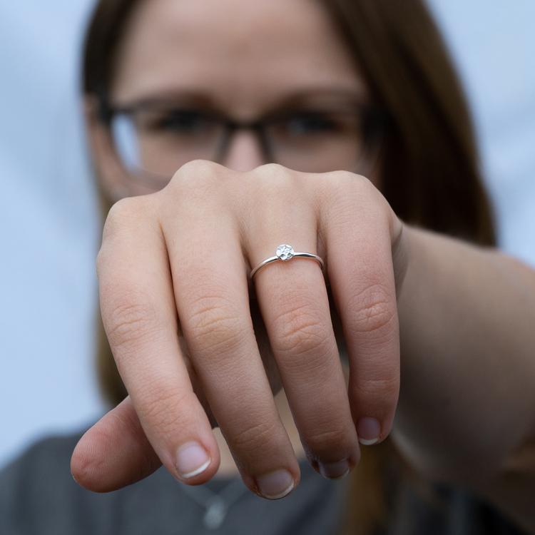Handgjord Ring Frö Återvunnet Silver Modell