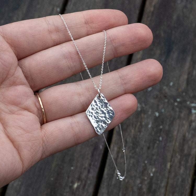 REA Romb - Halsband i Återvunnet Silver