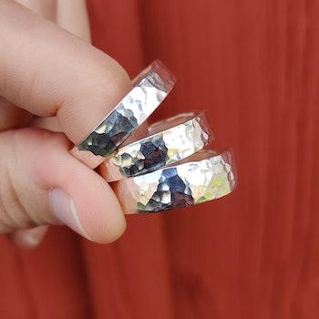 Ring Hamrad 5,5 mm i Återvunnet Silver