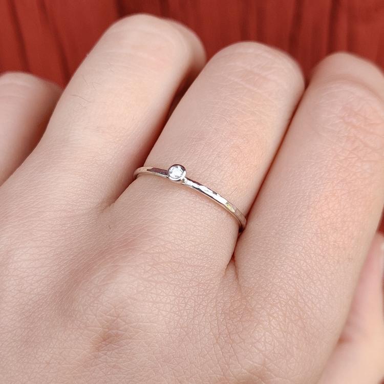 Handgjord diamantring Återvunnet silver Modell