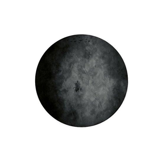 Liten Måne nästan svart eller grå , Grå måne