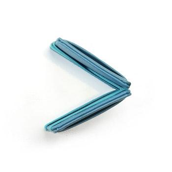 Blå Wowallet plånbok sedd uppifrån med lätt synliga kortfickor