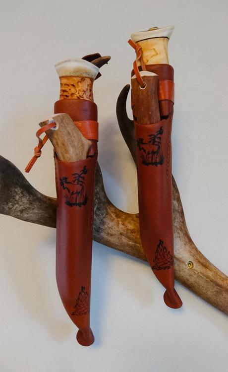 Eldkniven, en brukskniv och ett tändstål i samma fodral