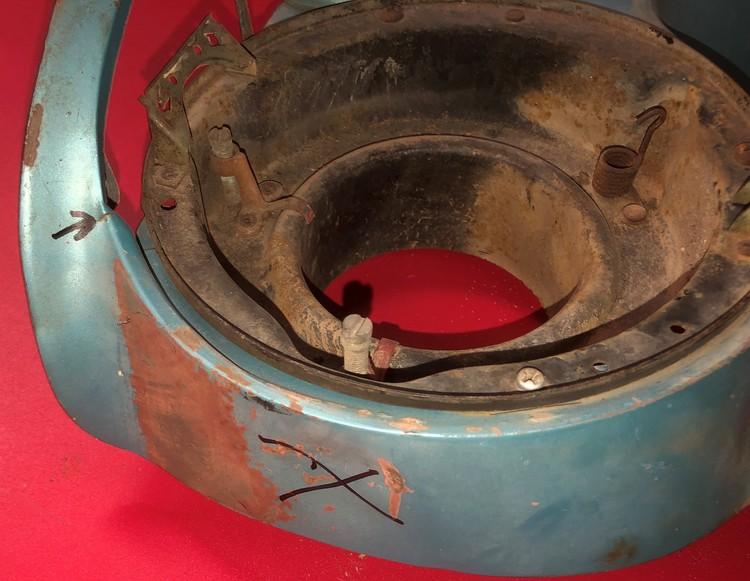 Begagnad Gjutna del med lamppotter till fram lampa höger  Liten buckla och spricka  Cadillac 1959