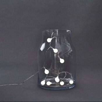 Ljuskedja GLOBE med 15 LED ljus. House doctor